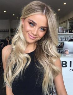 Charming Blonde Hair Ideas for Long Hair Blonde Hair Looks, Brown Blonde Hair, Girls With Blonde Hair, Sandy Blonde, Make Up Blonde Hair, Blonde Hair Lowlights, Highlighted Blonde Hair, Medium Blonde Hair Color, Baby Blonde Hair