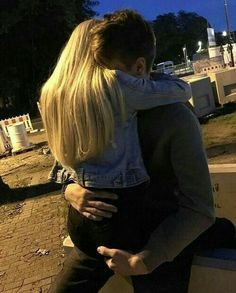 Find images and videos about love, couple and hug on We Heart It - the app to get lost in what you love. Couple Tumblr, Tumblr Couples, Couple Goals Relationships, Relationship Goals Pictures, Boyfriend Goals, Future Boyfriend, Photographie Blonde, Couple Fotos, Calin Couple