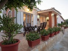 Casa Di Vacanza Alykes Located 900 metres from Alykes Beach in Alykes, this air-conditioned holiday home features a terrace and a garden. Guests benefit from free WiFi and private parking available on site. A dishwasher, an oven and a microwave can be found in the...