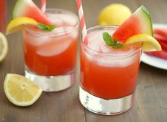 Watermelon Lemonade and other yummy lemonade recipes Watermelon And Lemon, Strawberry Mojito, Watermelon Lemonade, Strawberry Champagne, Watermelon Cocktail, Strawberry Recipes, Pink Lemonade, Yummy Drinks, Yummy Food