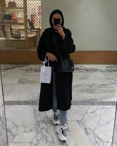 Forever a sneaker girl Modern Hijab Fashion, Abaya Fashion, Muslim Fashion, Modest Fashion, Fashion Outfits, Casual Hijab Outfit, Hijab Chic, Hijab Dress, Modest Dresses