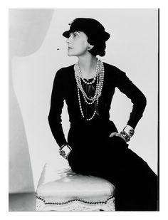 """""""Si no naciste con alas, no hagas nada para impedir su crecimiento"""".  Coco Chanel"""