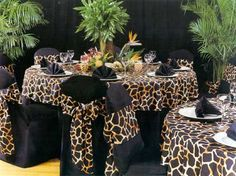 Table settings for a safari themed party. O'Brien Productions - Table settings for a safari themed party. O'Brien Productions - Safari Party, Jungle Theme Parties, Party Themes, Party Ideas, Jungle Safari, African Party Theme, African Wedding Theme, Africa Theme Party, Safari Thema