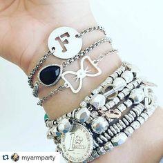 Bracciali alla moda realizzati a mano con ottimi materiali! Seguimi anche su instagram : va.bracelets #creazioni #bracciali