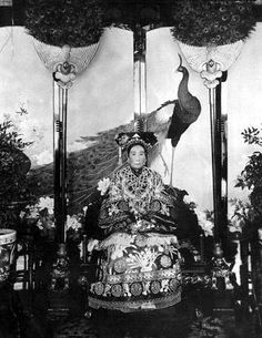 The Qing Dynasty Ci-Xi Dowager Empress of China in Culture Art, Chinese Culture, Chinese Art, Old Pictures, Old Photos, Empress Dowager Cixi, Vintage Photographs, Vintage Photos, China Image