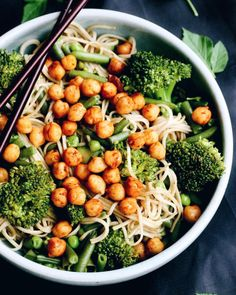 "aspoonfuloflissi: "" Soba noodles with veggies stir fried in sesame oil and topped with roasted chickpeas. Delish """