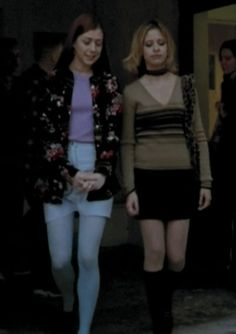 """: Part I think Buffy looks a little """"Charlie Brown"""" here, but I really like Willow's outfit. Fashion Tv, 2000s Fashion, Grunge Fashion, Willow Buffy, 90s Inspired Outfits, Buffy Summers, Sarah Michelle Gellar, Buffy The Vampire Slayer, Character Outfits"""