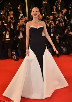 Best dressed @ 2014 Cannes Festival | Blake Lively in a Gucci Premiere contrasting black and white strapless gown featuring a dramatic train