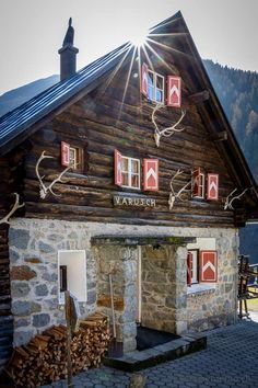 Hiking, Cabin, House Styles, Travel, Home Decor, Switzerland, Canadian Rockies, Hill Walking, Road Trip Destinations