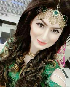 Mehndi Pakistani Bridal Makeup, Bridal Mehndi Dresses, Wedding Dresses For Girls, Bridal Outfits, Bridal Lehenga, Beautiful Bridal Makeup, Bridal Makeup Looks, Bridal Hair And Makeup, Beautiful Hijab