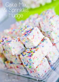 this cake batter fudge recipe is easy to make and always a huge hit! a great cake flavor with the amazing texture of fudge it's rich and delicious! Rainbow Desserts, Köstliche Desserts, Delicious Desserts, Dessert Recipes, Yummy Food, Rainbow Snacks, Colorful Desserts, Impressive Desserts, Rainbow Sprinkles