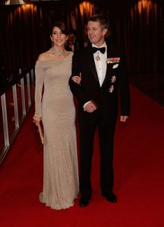 Crown Prince Frederick and Crown Princess Mary of Denmark at the American-Scandinavian Foundation's Centennial Ball.  Her dress is faaaaabulous.