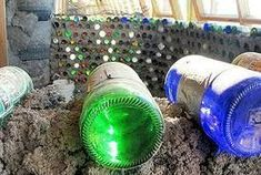 A quick and easy guide to building with glass bottles. Recycling glass bottles is a great way to create a stunning and unique wall in your home, shed or garden. They are easy to make and with such a v(Bottle Green Background) Earthship Plans, Earthship Biotecture, Earthship Home, Cob Building, Green Building, Building A House, Bottle House, Bottle Wall, Bottle Bottle
