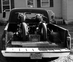 One truck tow bobber . Vintage Bikes, Vintage Motorcycles, Cars And Motorcycles, Custom Moto, Bobber Custom, Ducati Monster, Old Pickup Trucks, Chevy Trucks, Cool Trucks