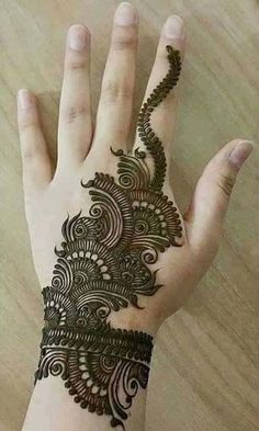 Mehndi Design Girls which is for especially for the younger girls and for this Festive Season and for also the wedding season. These are the best Mehndi Design Girls. Mehndi is an important part of our Culture. Henna Hand Designs, Simple Arabic Mehndi Designs, Mehndi Designs 2018, Mehndi Designs For Girls, Beautiful Mehndi Design, Henna Tattoo Designs, Tattoo Ideas, Mehandi Designs, Arabic Design