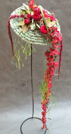 GL Flower Structure, Arte Floral, Flower Hats, Flower Show, Bridal Flowers, Ikebana, Red Flower Arrangements, Flower Designs, Dried Flowers