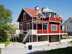 Swedish home @ http://www.exquisitebanana.com/2011/06/home-inspiration-swedish-red.html