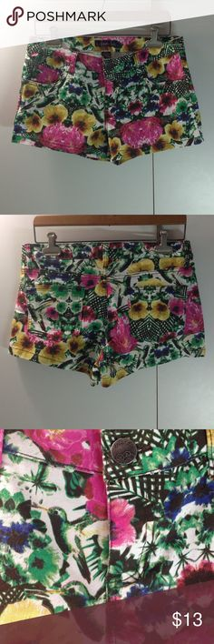 Selling this Floral pattern shorts on Poshmark! My username is: day927. #shopmycloset #poshmark #fashion #shopping #style #forsale #Islandia #Pants