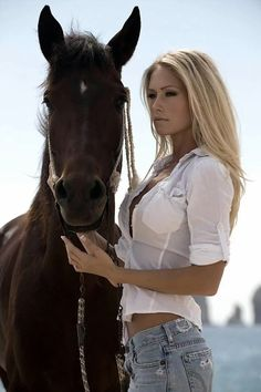 horse love Lets do a video, photo tour. Horse capital of the world. The time of your life. 1 to 12 people. Hot Country Girls, Country Women, Horse Girl, Horse Love, Cowgirl Sexy, Cowgirl Style, Vaquera Sexy, Estilo Cowgirl, Horse Photography