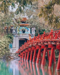 Ngoc Son temple, one of the most amazing temples in Hanoi, Vietnam. This bridge on Hoan Kiem Lake leads to Ngoc Son Temple. Hanoi Vietnam, North Vietnam, Vietnam Travel, Asia Travel, Hanoi Old Quarter, Vietnam Voyage, Tourism Day, Backpacking Asia, Travel Goals