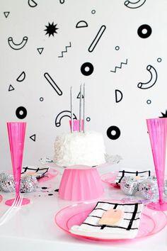 Party Wall Decals Oh Happy Day Pinata und RegenbogenFarben