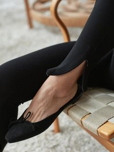 auth MANOLO BLAHNIK ballerimu suede flat mules black slides bow point 37 Women's Shoes, Me Too Shoes, Shoe Boots, Dance Shoes, Shoe Bag, Clogs, Manolo Blahnik Heels, Inspiration Mode, Fashion Inspiration