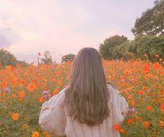 little zany ( on We Heart It Girl Photo Poses, Girl Photography Poses, Girl Photos, Aesthetic Photo, Aesthetic Girl, Aesthetic Pictures, Ulzzang Korean Girl, Cute Korean Girl, Wallpaper Fofos