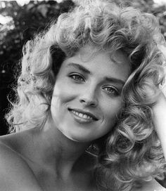 Lauren rebuffed Tramell, but Katherine went out with him. Sharon Stone Young, Sharon Stone Photos, Sharon Stone Joven, Hollywood Stars, Classic Hollywood, Sharon Stone Hairstyles, Most Beautiful, Beautiful Women, Actrices Hollywood