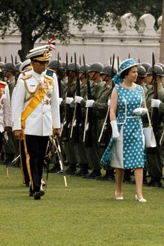 February 1972 Queen Elizabeth II and Thailand's King Bhumipol Adulyadej inspect the troops in Thailand. They are the longest reigning living monarchs in the world, King Bhumipol having reigned since he was 18 years old. Hm The Queen, Save The Queen, Queen Mary, Princess Elizabeth, Princess Margaret, Queen Elizabeth Ii, Princess Diana, King Bhumipol, British Monarchy History