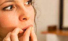 Roer as unhas faz mal aos dentes... http://www.feminices.blog.br/roer-unhas-e-prejudicial-aos-dentes-saiba-como-se-livrar-vicio/