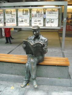 Man reading newspaper, Oslo!