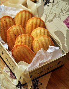 Фото к рецепту: Домашнее печенье Мадлен за 15 минут