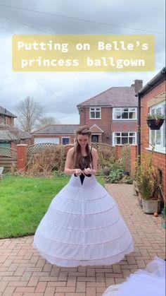 Diy Fashion, Ideias Fashion, Fashion Dresses, Fashion Design, Pretty Dresses, Beautiful Dresses, Donia, Fairytale Dress, Quinceanera Dresses