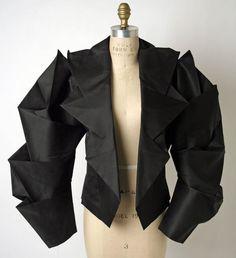 Issey Miyake Origami jacket S/S 1991 More fashion details Moda Fashion, Fashion Art, Trendy Fashion, Runway Fashion, Fashion Spring, Fashion Styles, Street Fashion, Fashion Jewelry, Issey Miyake