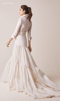 Jesús Peiró wedding dress Ref. In Latino communities a quincean… Ideias Fashion, Fashion Dresses, Fashion Bags, Evening Dresses, Dress Up, White Dress, Glamour, Bride, Wedding Dresses