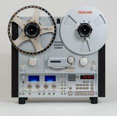 молодцы ваще ребята - сделали точную копию катушечного Tascam из современных комплектующих