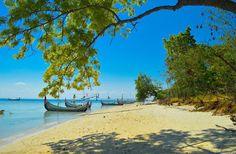 PERGIPEDIA  - Pulau Gili Labak Madura, Surga Tersembunyi Di Pulau Garam . Selama ini yang terkena...
