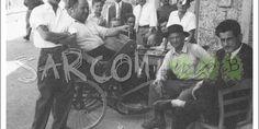In che anno è stata scattata la foto? In che luogo di Sarconi? Chi sono i personaggi della foto? ...