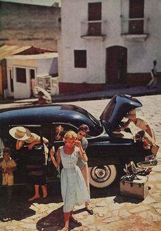 Charm, June 1956 : Charm June Doe standing at rear of front model. Looks Vintage, Vintage Love, Vintage Travel, Retro Vintage, Vintage Hawaii, Retro Aesthetic, Summer Aesthetic, Mode Vintage, Vintage Vibes