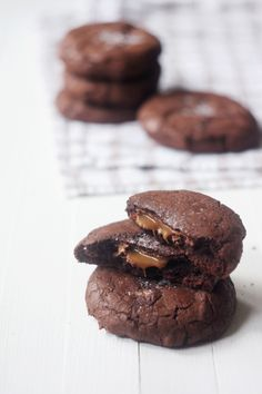 nutella & caramel stuffed double chocolate chip cookies