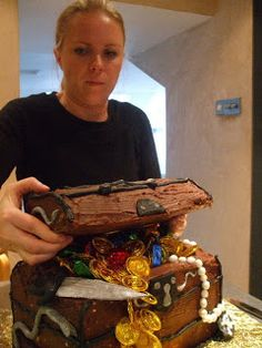 Little Dishy: How to make a Pirate's Treasure Chest Cake