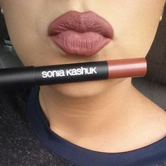 Good morning beauties! For today's lip, I'm wearing @soniakashuk Mulberry Nude. It's a beautiful Marsala shade. Similar in color to MAC Del Rio which you guys know I love.  Thanks to @dontcallmejesse who is my #lipsticksister for another great  recommendation. I'm loving this velvety matte lip crayon.  What's on your lips today? Have y'all discovered any new lip products lately? Do share!  #soniakashuk #mulberrynude #marsala #coloroftheyear #drugstorefind #velvetymattelipcrayon #lipswat...