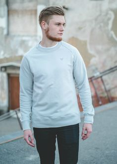 Organic Cotton ethical eco friendly sweater for men. Live Alternative T-shirt organic cotton responsibly made in Portugal. Sustainable Apparel by VAI-KØ Clothing.