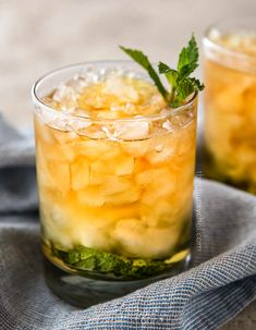 This Southern mint julep recipe is pretty close to the iconic Derby Day cocktail, made with simple syrup, Kentucky bourbon, fresh mint, and crushed ice. Cool and refreshing, it's perfect on a summer day! #mintjulep #bourbon #derbyday #cocktail #mint #kentucky #southern #sipper Southern Mint Julep Recipe, Derby Mint Julep Recipe, Best Mint Julep Recipe, Apple Cider Cocktail, Cider Cocktails, Apple Sangria, Bourbon, Mint Simple Syrup, Drinks Alcohol Recipes