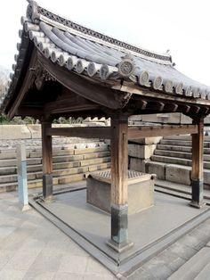 Kimmeisui Well Roof, Ōsaka Castle in Japan