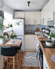 Kitchen Room Design, Home Decor Kitchen, Kitchen Ideas, Small Kitchen Inspiration, Modern Farmhouse Kitchens, Home Kitchens, Farmhouse Decor, Home Interior, Kitchen Interior