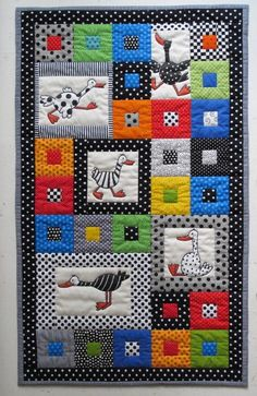 I don't like the birds but I love the overall quilt and the colors! Quiltje voor Boris' bedje van oma Hilde