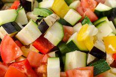 安いからってまとめ買いしたお野菜達、冷蔵庫の中で腐らせてしまったことありませんか?そんなお野菜を無駄なく使いきり、さらに日頃のお料理を楽にしてくれる「冷凍野菜」のストックレシピをご紹介します♡