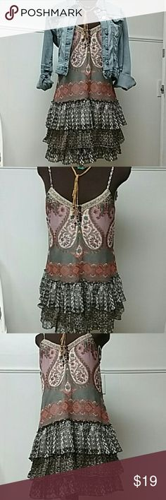 KICK AZZ BAND OF GYPSIES SUN DRESS PERFECT FESTIVAL SUNDRESS.  I WORE THIS WITH SHORT COWGIRL BOOTS AND A MEAN JACKET. GREAT COLORS AND VERSATILE!  IN GREAT PRE LOVED CONDITION Band of Gypsies Dresses