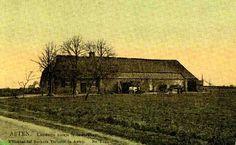 """0210009 Coll.Chr. Warnar. Rechts van de boerderij is de spits van (vermoedelijk) de kerk van Liessel te zien. Daarom wordt gedacht aan Voordeldonk of Rinkveld??? Op blz. 7 van """"Asten 'n eeuw historie van een Peeldorp"""" van Jean Coenen staat bij deze foto dat dit een langgeveltype boerderij is van omstreeks 1905."""